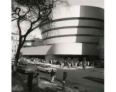 Cola el día de la inauguración del Guggenheim de Nueva York, el 21 de octubre de 1959class=