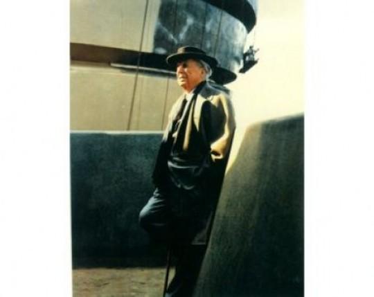 Frank-Lloyd-Wright-durante-la-construcción-del-Solomon-R.-Guggenheim-Museum-de-Nueva-York