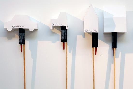 Exposición Chairs & Fireworks de Martí Guixé en Berlín 01class=