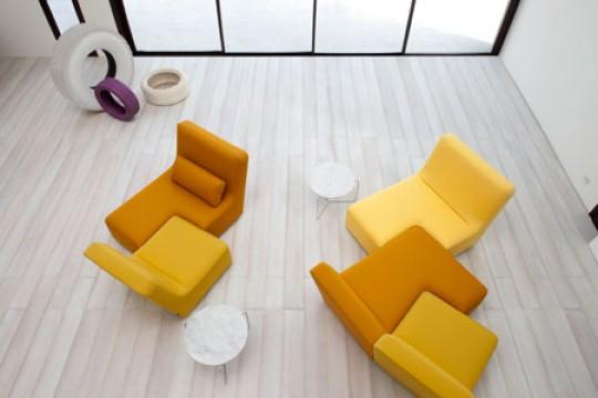 Presentación de la colección 2010 de Ligne Roset Confluences amarillo