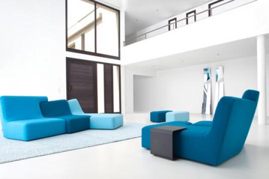 Presentación de la colección 2010 de Ligne Roset Confluences azul