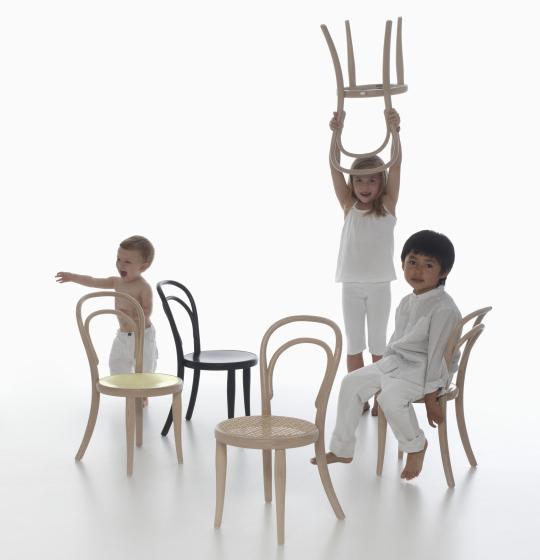 Versiones infantiles de las sillas Thonet 14K home