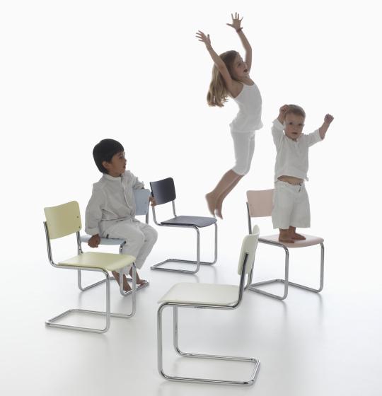 Versiones infantiles de las sillas Thonet S43K