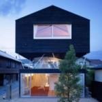 Casa Charred Cedar en Japón exterior frontal