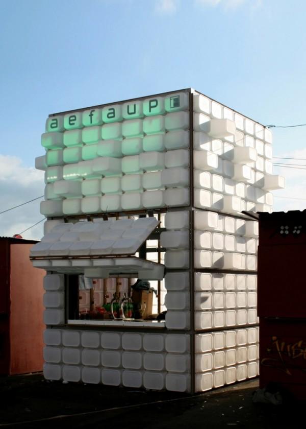Estudiantes de arquitectura construyen un bar en oporto - Cajas de plastico ikea ...
