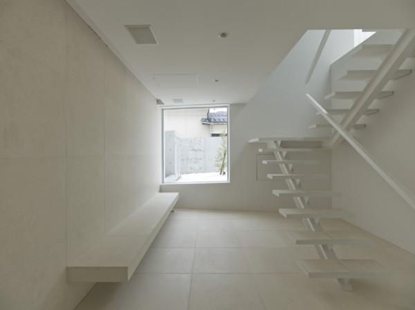 Takao shiotsuka una casa minimalista con vistas - Escalera japonesa ...