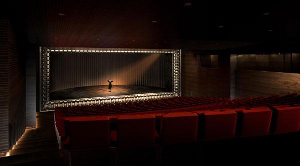alhondiga interior en bilbao auditorio rehabilitacion de philippe starck