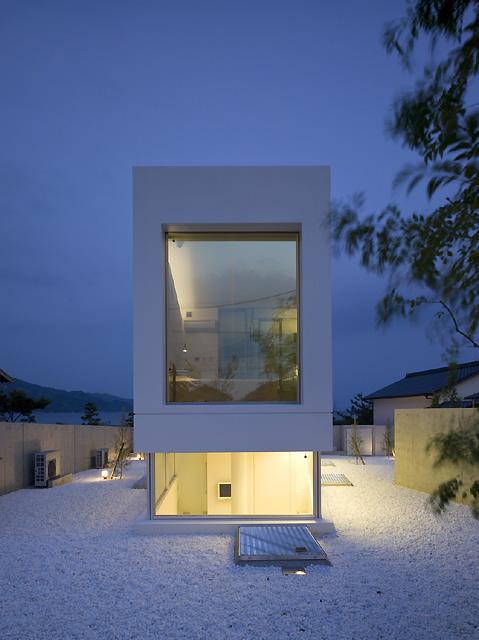 Takao shiotsuka una casa minimalista con vistas for Casa minimal