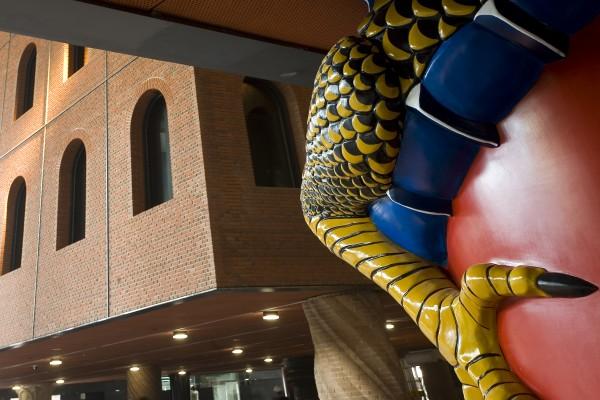 Alhondiga Bilbao Philippe Starck columna