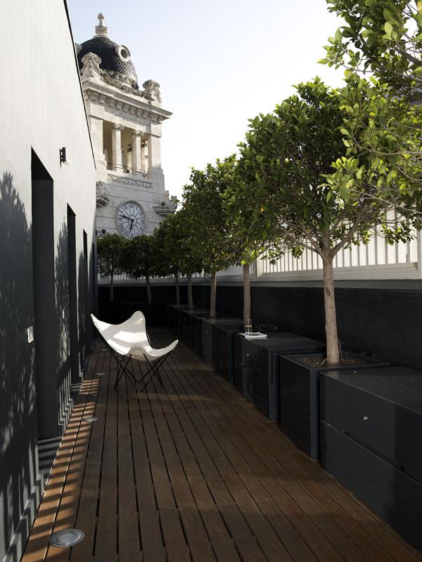 Un tico para los fines de semana en el centro de for Decorar terrazas alargadas