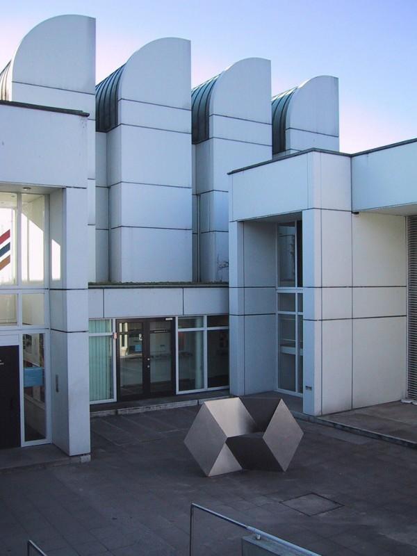 El mejor dise o en exposici n este verano for Bauhaus berlin edificio