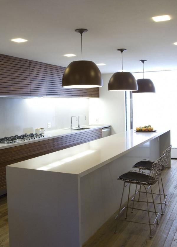 Casa 6 de marcio kogan un porche tropical en s o paulo - Straight line kitchen designs ...