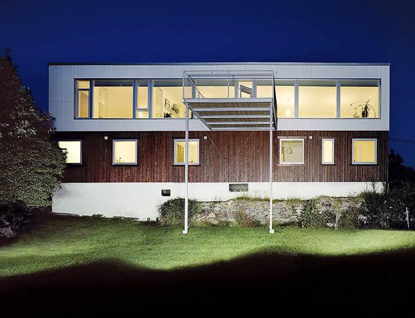 Baño Discapacitados Unit:Plastic House de Unit Arkitektur: buscar la luz en una vivienda