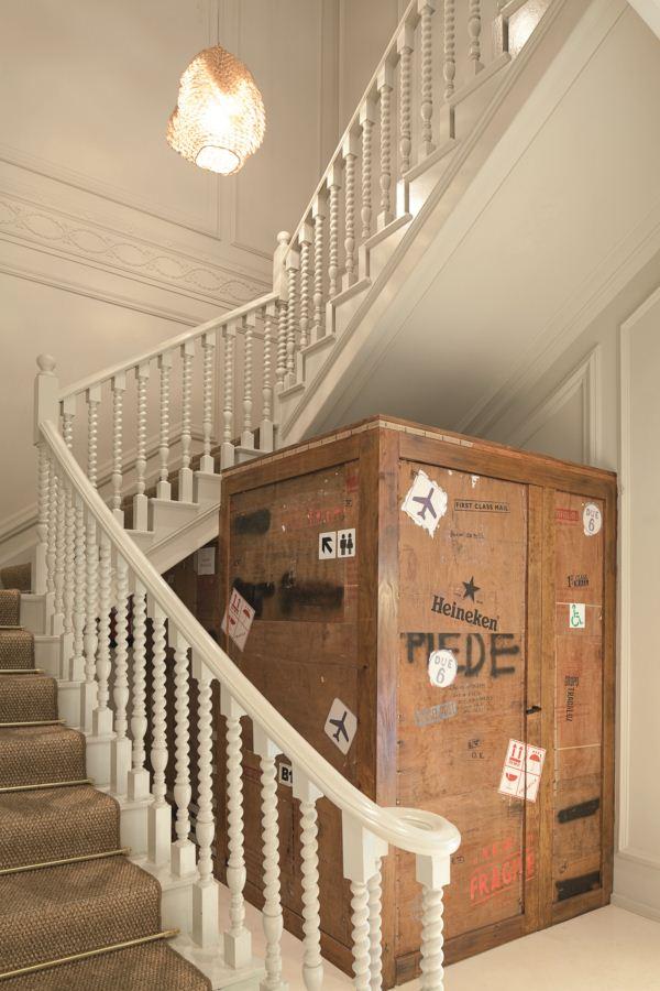 El mordisco renace en barcelona de la mano de sandra - Lamparas para escaleras ...