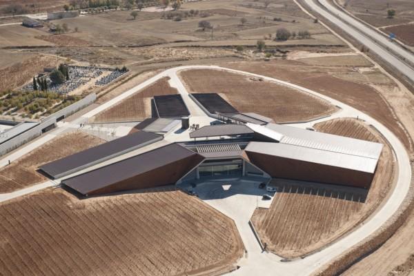 Norman Foster inaugura las Bodegas Portia en Burgos.