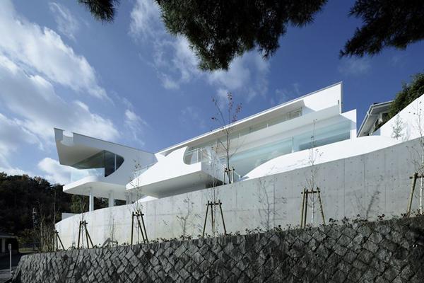la casa es la monta a un proyecto en jap n de eastern design office. Black Bedroom Furniture Sets. Home Design Ideas
