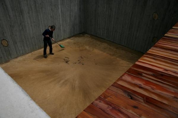 Casa tierra arquitectura enterrada que rinde homenaje a for Nivelar piso de tierra