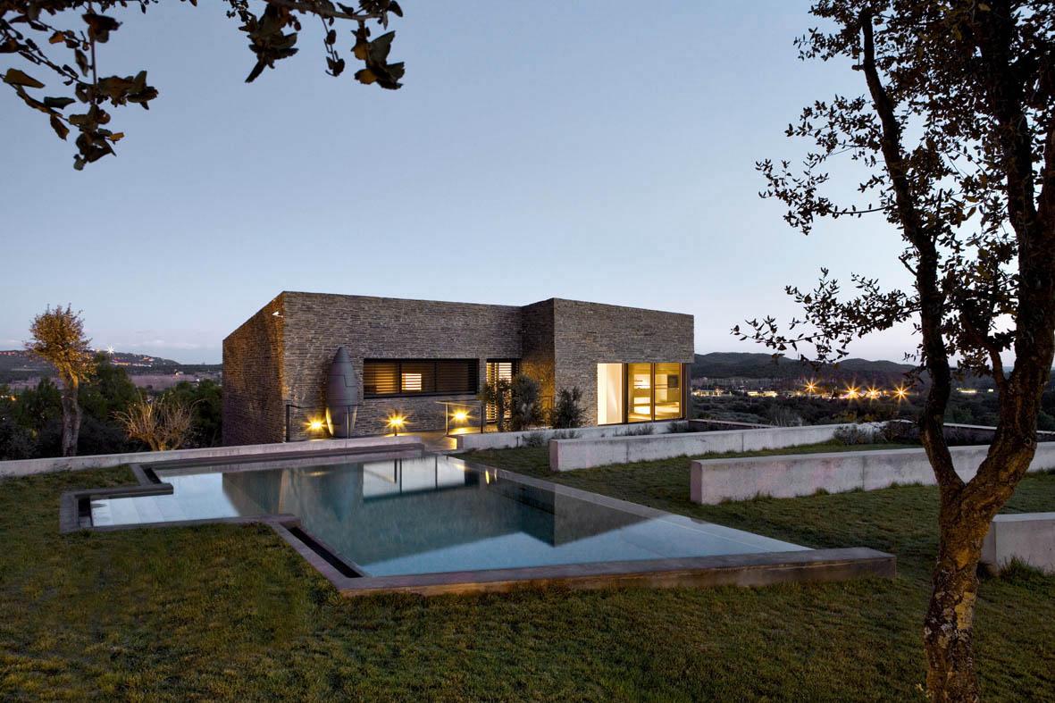 fotos jardins piscinas:Casa en Mont-ràs (Girona): una masía moderna para el disfrute