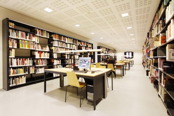 imagen interior biblioteca especializada en diseño
