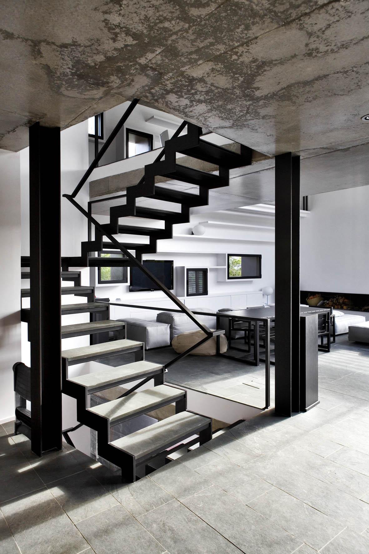 Casa en mont r s girona una mas a moderna para el - Escaleras para casas modernas ...