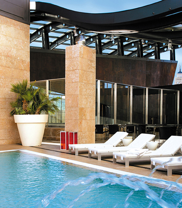 piscina hotel urban en madrid diariodesign