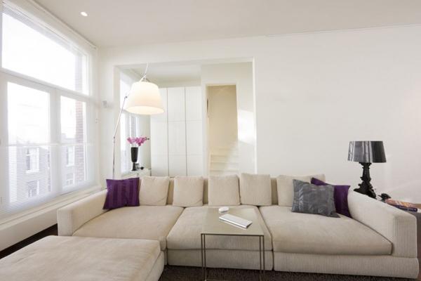 Un d plex di fano en torno a una cocina obra de hofman for 12x12 living room ideas