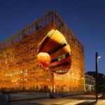 1 Le Cube Orange exterior noche