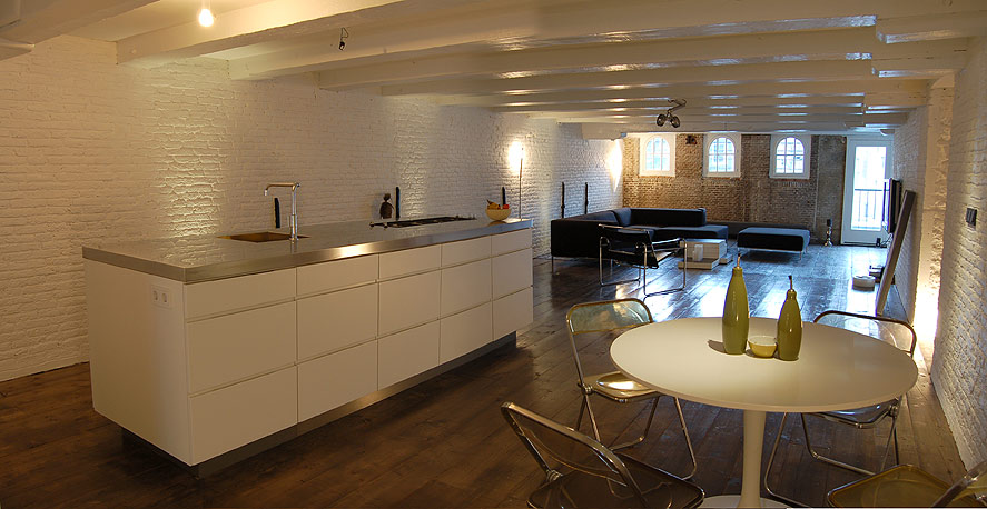 Vivir en paralelo en un loft de amsterdam dise ado por for Diseno cocinas paralelo