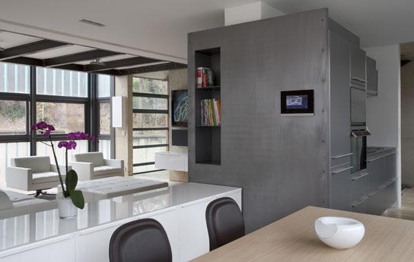 Un cubo urbano y sostenible en el centro de par s obra de - Cocina salon separados cristal ...