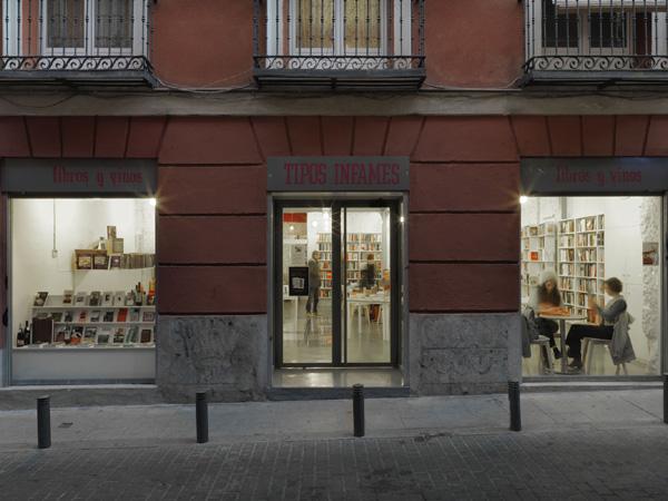 Mycc dise a una librer a vinoteca en madrid un espacio - Tipos de fachadas ...