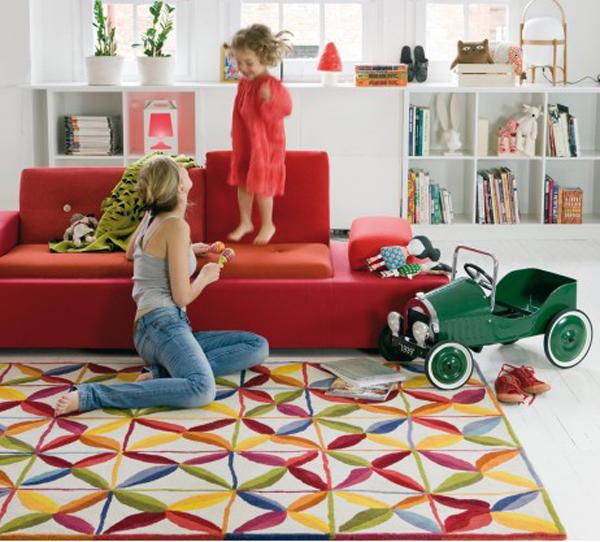 Kala una alfombra con coraz n y los pies en el suelo que for Que significa alfombra