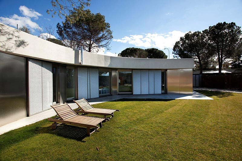Jc m una casa madrile a de una sola fachada dise o del for Fachadas de casas de una sola planta