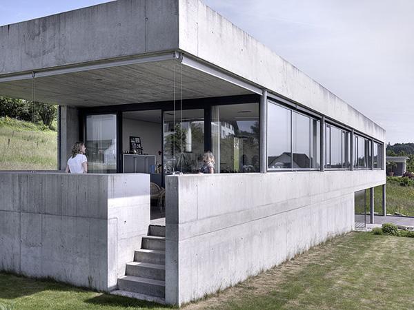 Felber sz lpal architects proponen una alternativa for Casas alargadas distribucion
