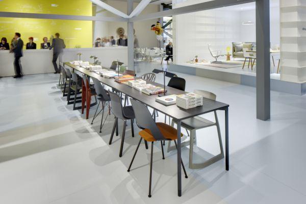 Vitra vuelve a cautivar con sus novedades en la feria del for Mesa table design by zaha hadid for vitra