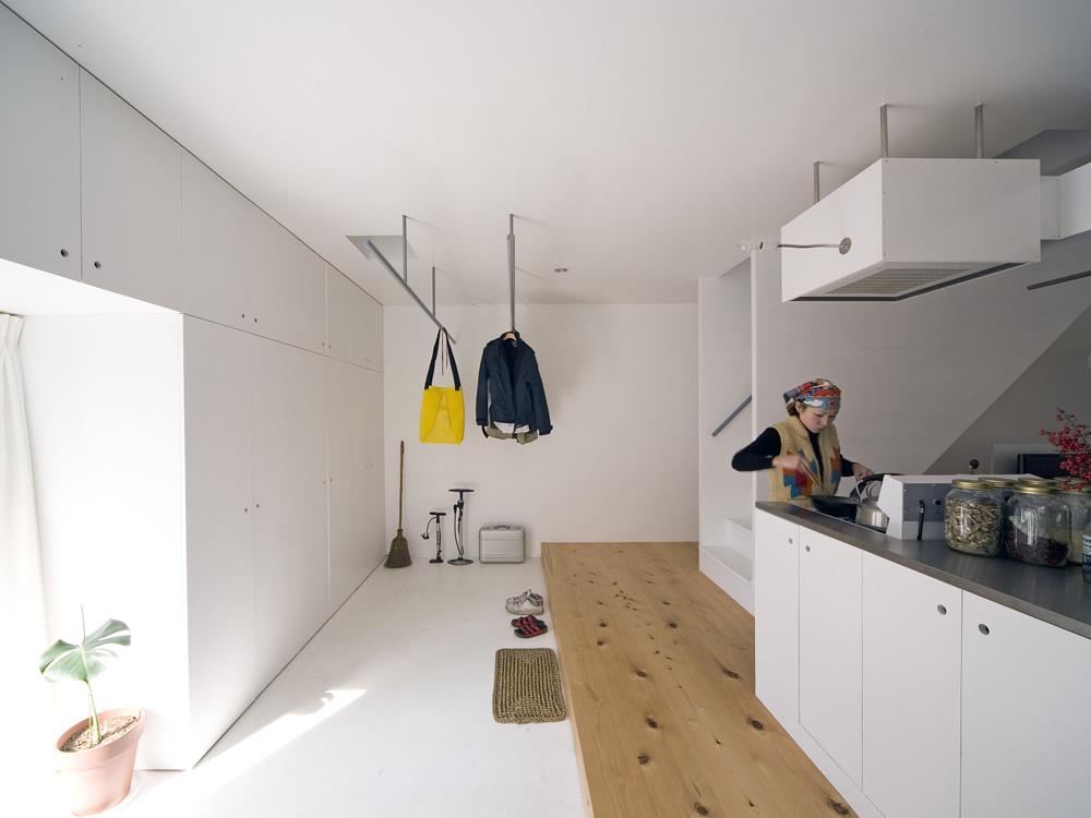 El japon s keiichi hayashi dise a en kyoto una casa soportada por columnas de luz - Luz pulsada en casa ...