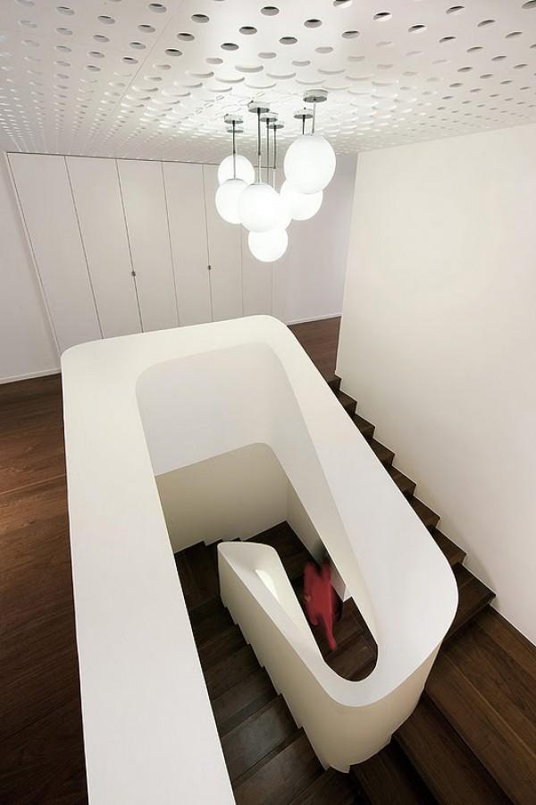 Un apartamento d plex de altura en hong kong de - Iluminacion de escaleras ...