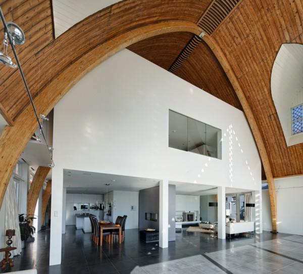 interior reconstruccion casa unifamiliar en una Iglesia de Rotterdam