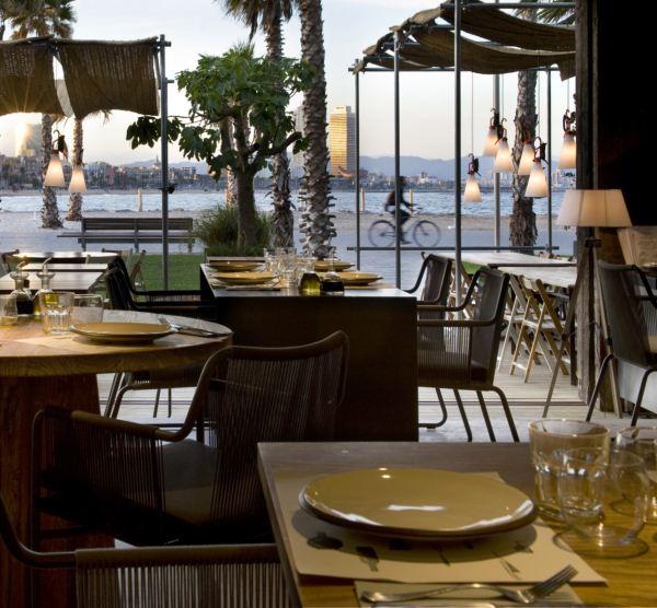 Chiringuito pez vela junto al w barcelona - Iluminacion para terrazas ...