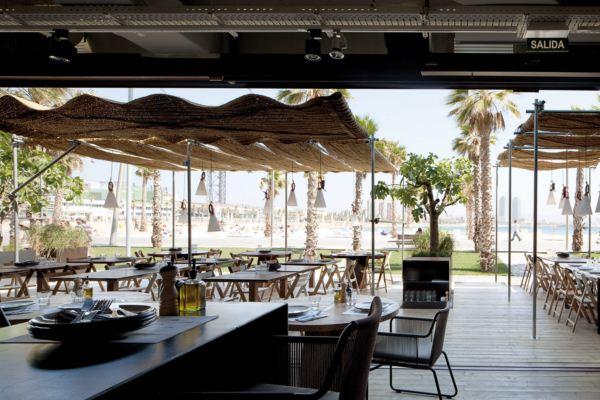 terraza chiringuito pez vela en barcelona diariodesign