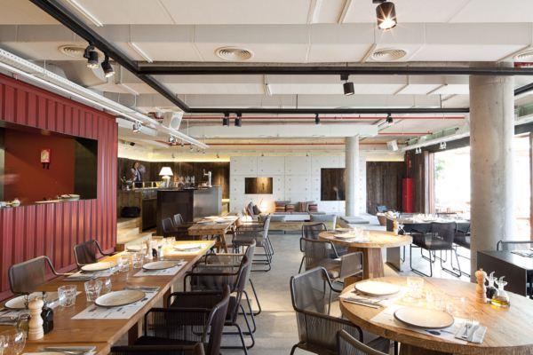 interior restaurante chiringuito pez vela en barcelona diariodesign