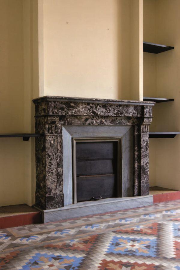 chimenea de piedra en casa bonay diariodesign