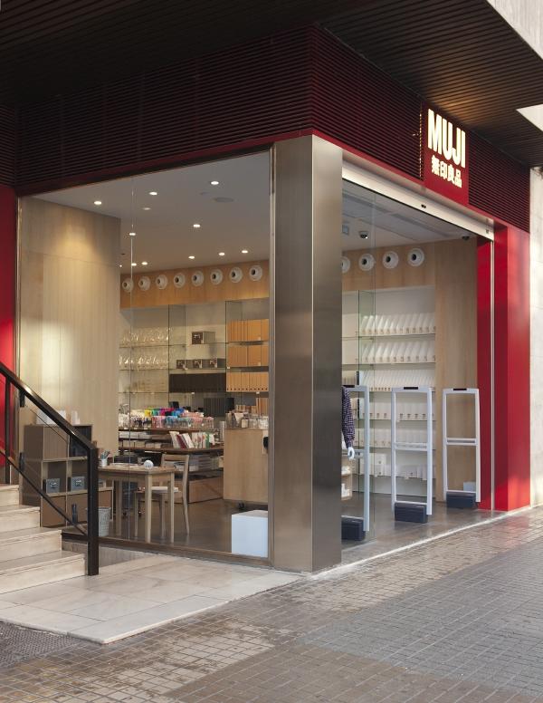 muji abreviatura de mujirushi ryohin u productos de calidad sin marca es una empresa fundada en japn en que aterriz en espaa hace aos