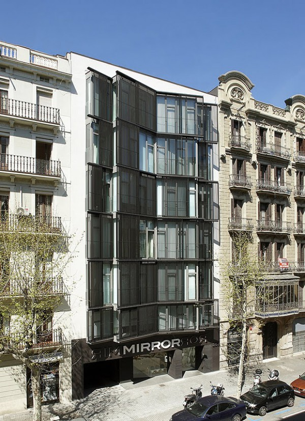 the mirror hotel by gca arquitectos asociados urban reflection at barcelona 39 s eixample. Black Bedroom Furniture Sets. Home Design Ideas