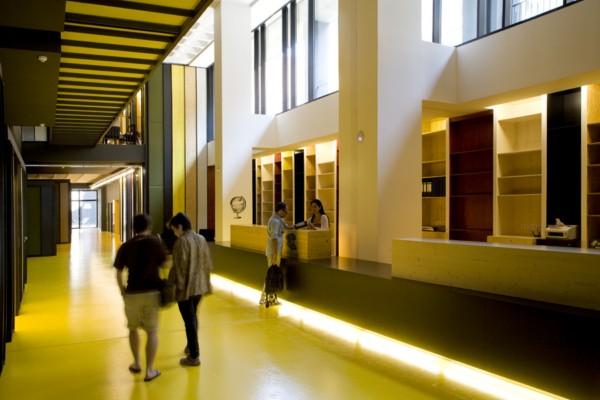 Almog vers business factory lagranja design quiere for Ups oficinas barcelona