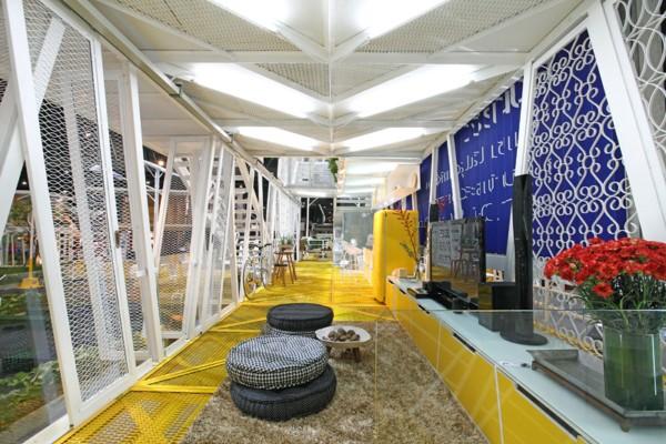 El Estudio Tailandes Apostrophy%E2%80%99s Idea La Billboard House Vivir En El Interior De Una Valla Publicitaria on Interior Design Pos