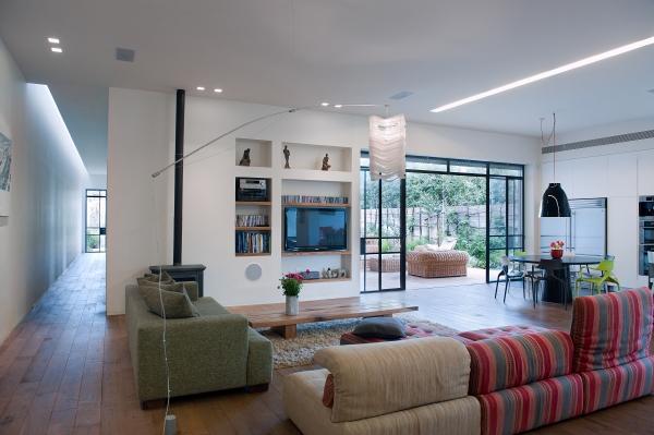 House e, una casa unifamiliar con patio mediterráneo, de la ...