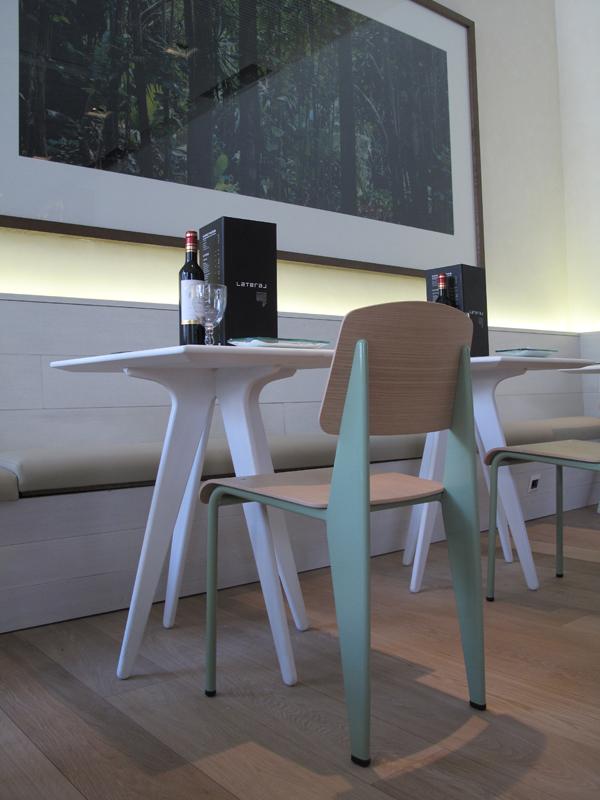 Standard Chair de Jean Prouvé restaurante lateral en madrid