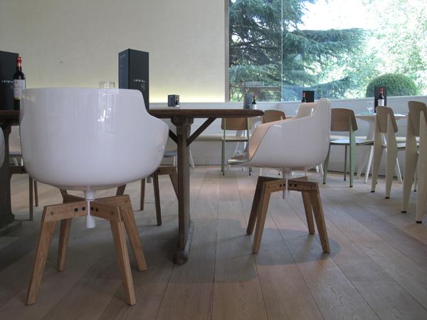 sillas Standard Chair de Jean Prouvé en lateral madrid