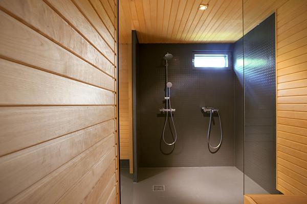 Casa n n una vivienda familiar finlandesa con fachadas de for Casas segundo piso de madera