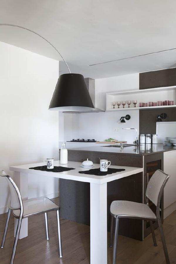 Susanna cots dise a paralelo al mar una residencia for Diseno cocinas paralelo